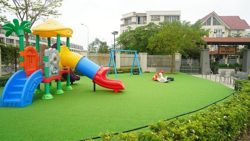 đồ chơi sân vườn cho bé