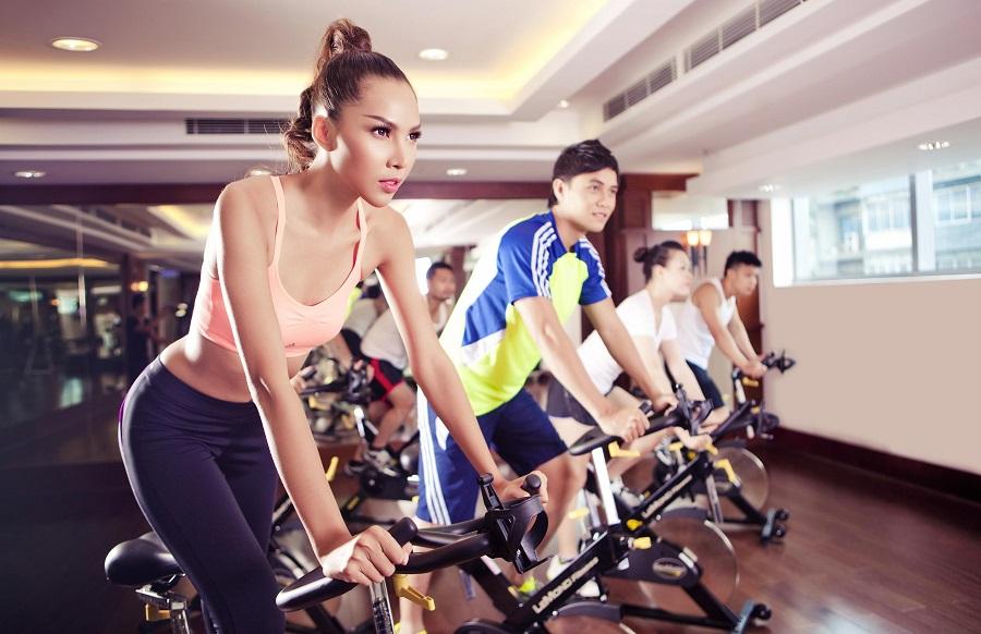 Giảm béo bằng các thiết bị thể thao công viên mà không cần đến phòng Gym
