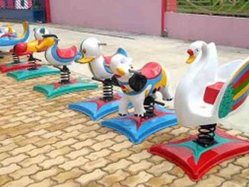 Lắp đặt thiết bị vui chơi trẻ em ở sân nhà
